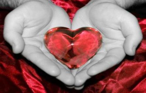 mani-col-cuore